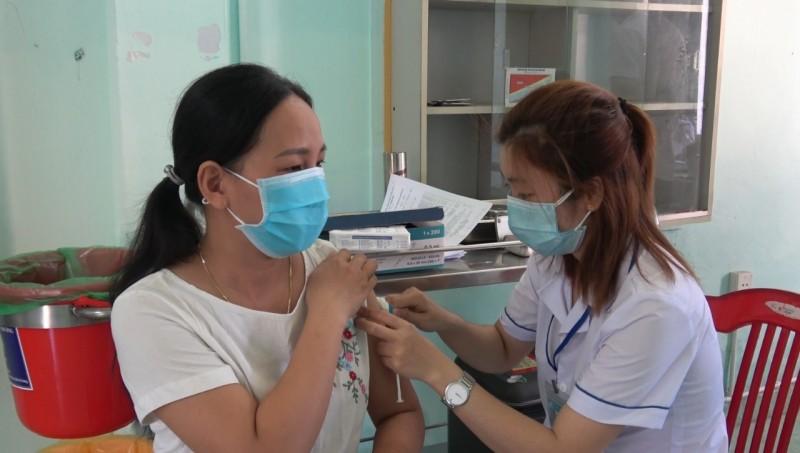 Đẩy nhanh tiến độ tiêm chủng vắc xin phòng Covid-19