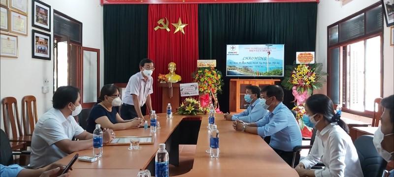 Phó Chủ tịch UBND thành phố thăm Điện lực Hội An nhân kỷ niệm 40 năm thành lập