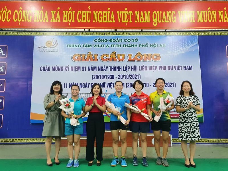 Công đoàn Trung tâm VHTT&TTTH TP Hội An tổ chưc giải cầu lông chào mừng 91 năm ngày Thành lập Hội Liên hiệp Phụ nữ Việt Nam 20.10